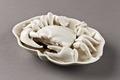 Porslinskrabba på lotusblad gjord i Kina på 1600-talet - Hallwylska museet - 95454.tif
