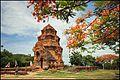 Poshanu Cham Towers (14611382581).jpg