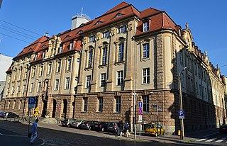 Plik:Poznan, (1) Sąd Rejonowy, ul. Młyńska 1.jpeg – Wikipedia, wolna encyklopedia