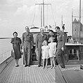 Prinses Juliana, prins Bernhard, prinses Beatrix en prinses Irene met de Franse…, Bestanddeelnr 255-7581.jpg
