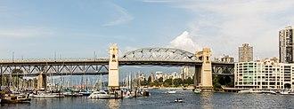 Burrard Bridge - Image: Puente Burrard, Vancouver, Canadá, 2017 08 14, DD 27