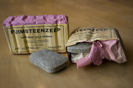 Pumice soap bars Puimsteenzeep.png