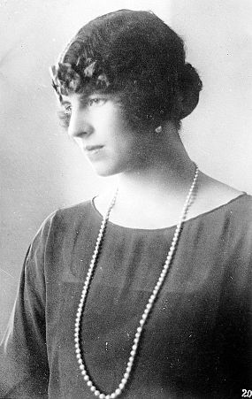Queen Helen of Romania.jpg