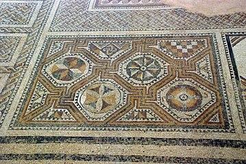 Quintanilla de la Cueza Villa romana Tejada Habitación 22 Mosaico Neptuno 003.jpg