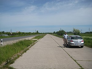 Berlinka - Berlinka in Russia, with original concrete carriageway on the right and later modern carriageway on the left