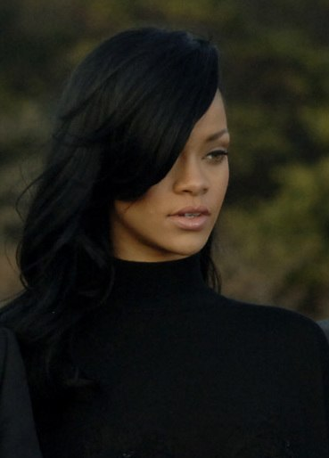 Rihanna, USS George Washington-2 (cropped)