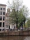 foto van Hoekhuis met halsgeveltje waarin oeil-de-boeuf