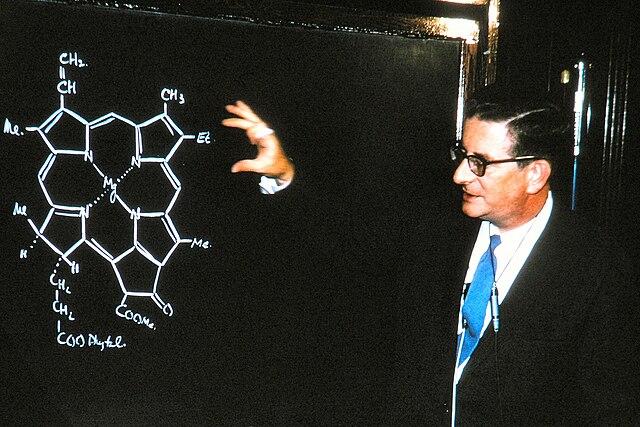 chemistry drawing on a blackboard