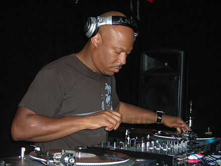 Robert Hood: notable techno minimalist. Robert Hood Live @ Kennedys, Dublin, Ireland 2009.JPG