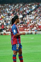 Ronaldinho en 2004 con la camiseta del FC Barcelona.