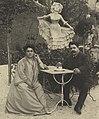 Ruggero Leoncavallo mit seiner Gattin 1912 (cropped).jpg
