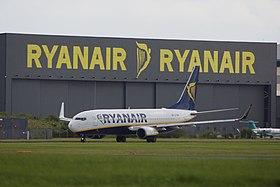 Ryanair Boeing 737-800 EI-DAK 2 (27632982163).jpg