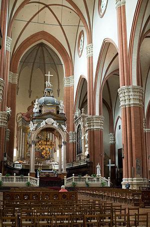 San Petronio Basilica - The nave, with Vignola's ciborium