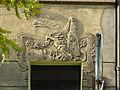 Secesyjny relief orła na portalu kamienicy w Bydgoszczy.JPG