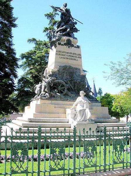 File:Segovia - Monumento a Daoiz y Velarde, en la Plaza de la Reina Victoria Eugenia.jpg