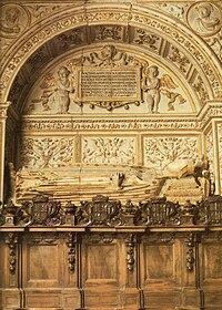 Sepulcro de la reina Doña Juana Manuel, hija de Don Juan Manuel y esposa de Enrique II, rey de Castilla y León. Capilla de los Reyes Nuevos de la Catedral de Toledo.jpg