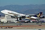 Singapore Airlines, Boeing 747-400, 9V-SPJ (16885060835).jpg