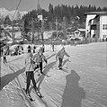 Skiërs bij de sleeplift, Bestanddeelnr 254-4351.jpg