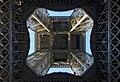 Sous la Tour Eiffel 1.jpg
