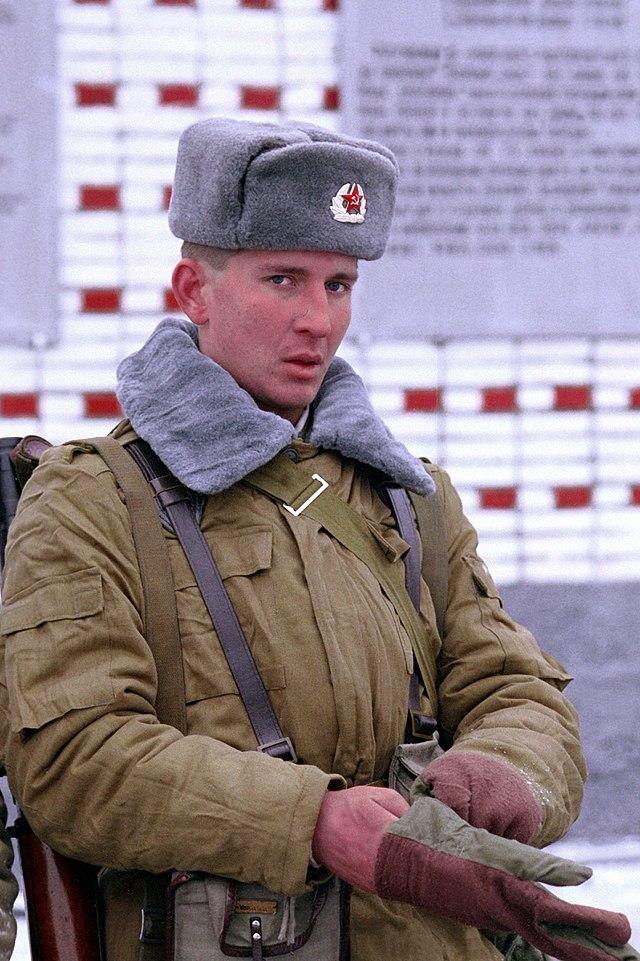 640px-Soviet_soldier_DN-SC-92-04942.jpg