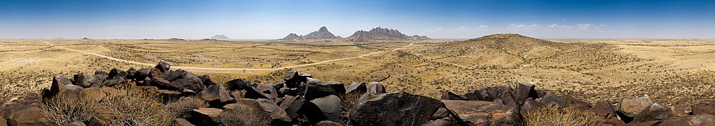 360° panorama over the small Spitzkoppe
