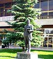 Spomenik na Naim Frasheri pred N.U Centar za kultura - Tetovo.JPG