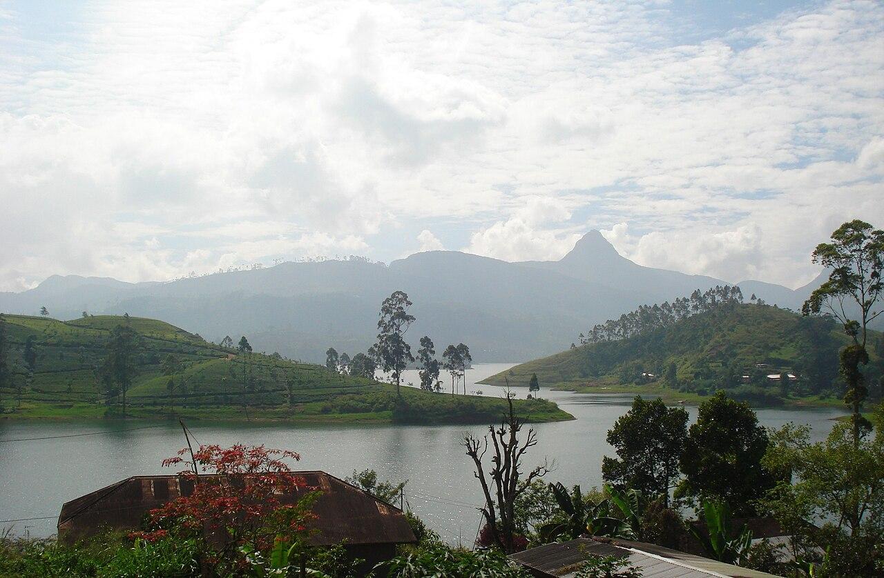 Pemandangan Sripada dari Maskeliya.