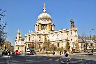 2012 Olympic Marathon Course - The route passes the South Trancept of St Paul's Cathedral and then turns right to pass the West Door and thence northwards across Paternoster Square.