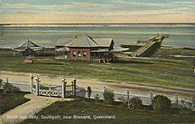 Southport, Queensland-History-StateLibQld 2 67276 Kiosk and jetty at Southport, Queensland