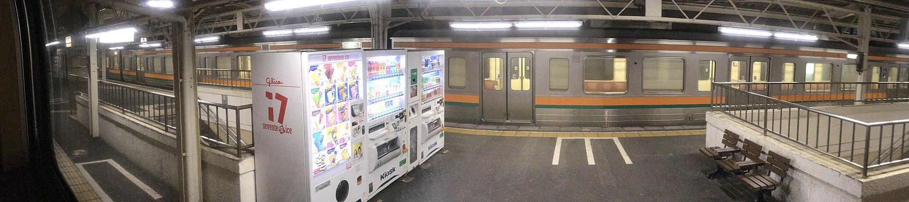 Station Numazu bij nacht, -1 mei 2017.jpg