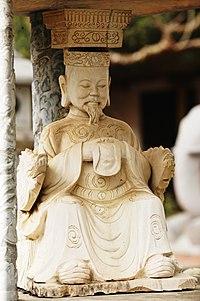 Statue of emperor Trần Dụ Tông.jpg