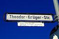 Straßenschild Theodor-Krüger-Straße Hannover Direktor der Straßenbahn Hannover AG.jpg