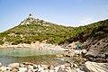 Strand am Fuss des Turms von Porto Giunco (Spiaggia di Porto Giunco) auf Sardinien, Italien (48402509941).jpg