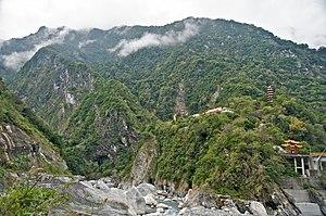 Taroko National Park - Image: Taiwan 2009 Hua Lien Taroko Gorge Temple FRD 6719