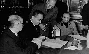 Second Vienna Award - Hungarian Foreign Minister István Csáky signing the agreement