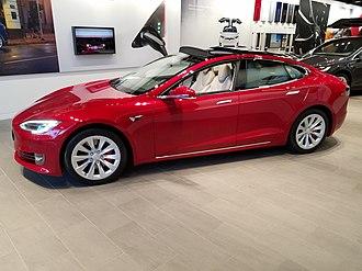 Vélizy 2 - Tesla Model S in Vélizy 2 shopping complex