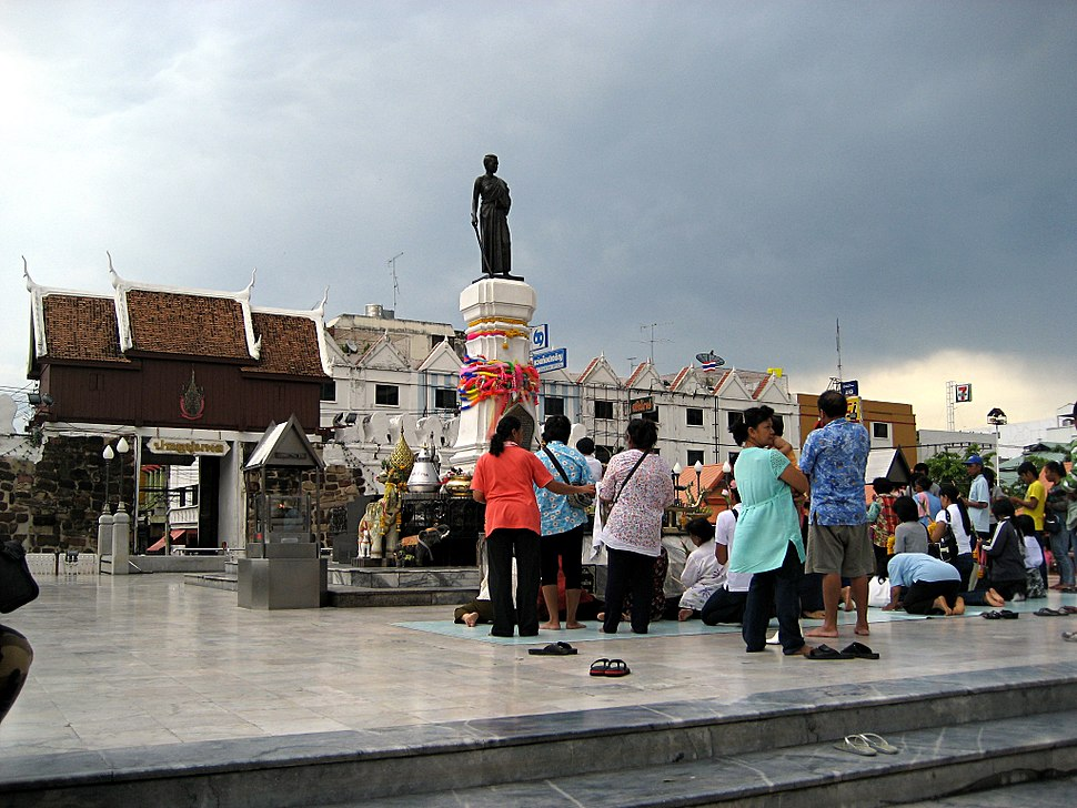 Statue of Lady Mo in Khorat city centre