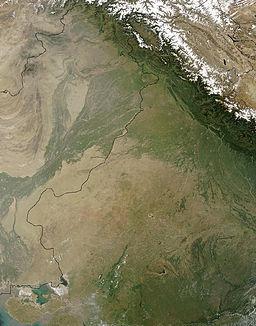 Satelita foto de Tar; la barata-pakistana limo estas poste desegnita