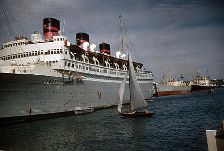 The SS Queen of Bermuda in Hamilton Harbour, c. Dec 1952 / Jan 1953 The Queen of Bermuda in Bermuda, late 1952 or very early 1953.jpg