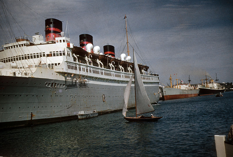The Queen of Bermuda in Bermuda, late 1952 or very early 1953.jpg