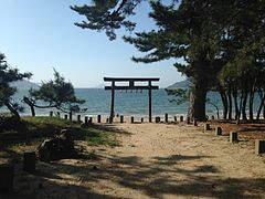 Torii of Iki Shrine and Ikinomatsubara Beach.JPG