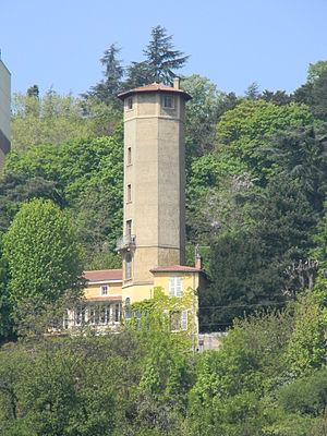 Sainte-Foy-lès-Lyon - Tower building on the side of the Saône river