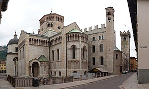 Giro al Sas - Trento Cathedral is central to the race circuit.