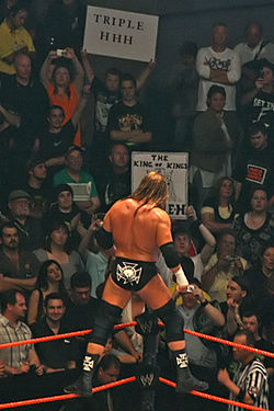 Triple H acknowledging the crowd as a face in late 2007; Triple H maintains much of the same 'bad guy' persona whether performing as a face or heel