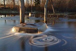 Le puits aux sorcières de Tuhala, en Estonie, construit en 1639 au-dessus d'une source karstique. Le 22 mars est la Journée mondiale de l'eau. (définition réelle 5100×3400)