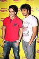 Tusshar Kapoor, Riteish Deshmukh Kyaa Super Kool Hain Hum' team at 98.3 FM Radio Mirchi.jpg