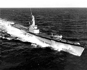 USS Queenfish (SS-393) underway at sea, in the 1950s.jpg