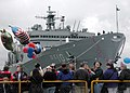 US Navy 020528-N-5555F-003 USS Bridge - homecoming.jpg