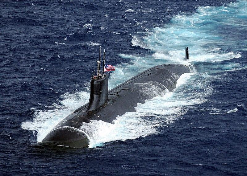 احدث غواصة في العالم Barracuda Submarine 800px-US_Navy_091117-N-6720T-373_The_Seawolf-class_attack_submarine_USS_Connecticut_%28SSN_22%29_is_underway_in_the_Pacific_Ocean