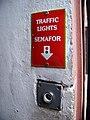 U lužického semináře 24, ulička k restauraci, tlačítko.jpg